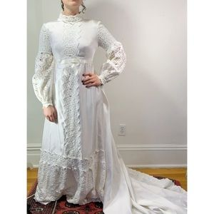 VTG 60s 70s Bell Sleeve Empire Lace Wedding dress